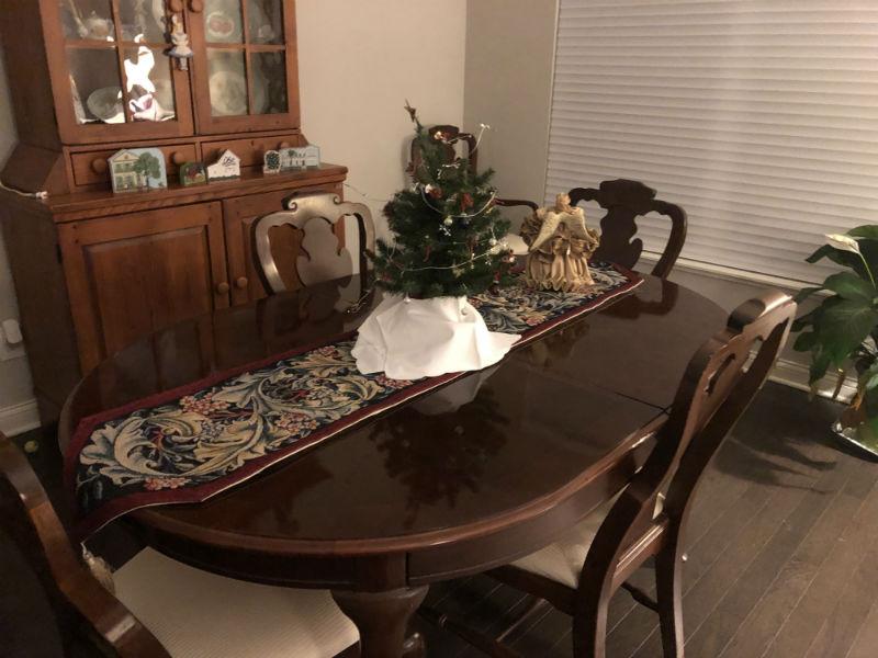 Burgundy William Morris table runner design