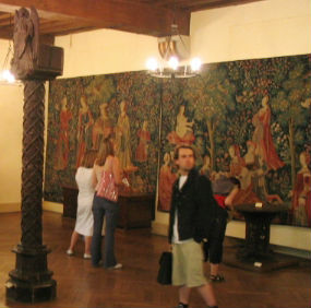 Cluny Museum wall tapestries - La tenture de la Vie Seigneuriale