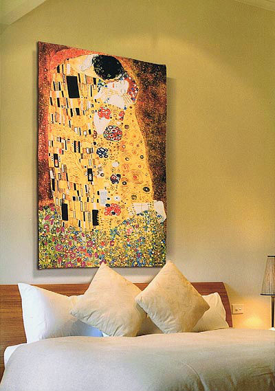 The Kiss tapestry in a bedroom - Gustav Klimt wall tapestries
