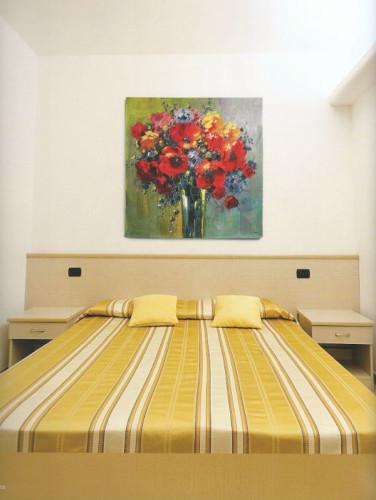 Bob Pejman Poppy Bouquet tapestry - Belgian floral wall-hanging